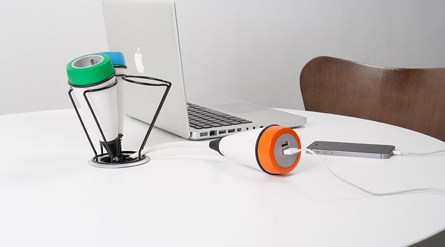 Mediaport Pose, jest jak lampa, w wersji pojedynczej lub potrójnej, montowany nablatowo i podblatowo