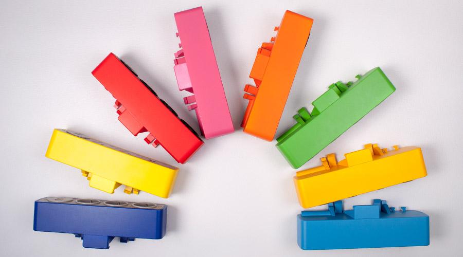 kolorowy mediaport montowany do blatu biurka