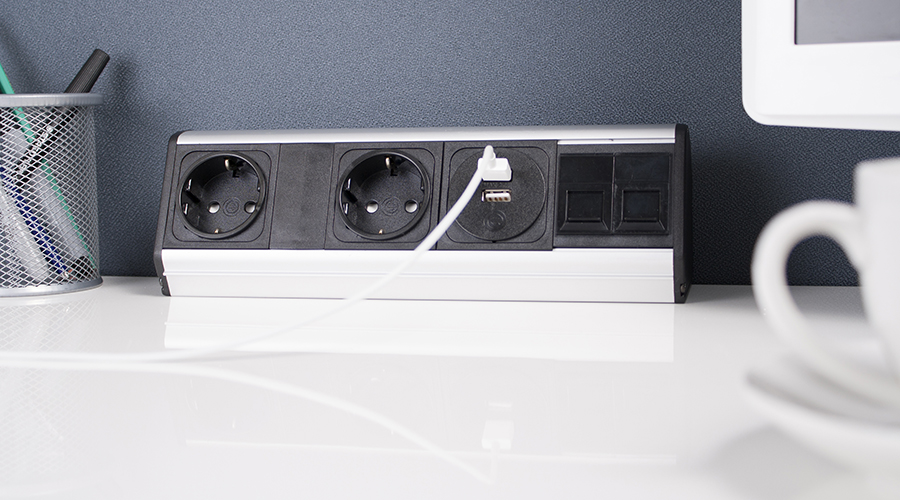 Mediaport do montażu na biurku, konfigurowalny z podwóną ładowarką USB